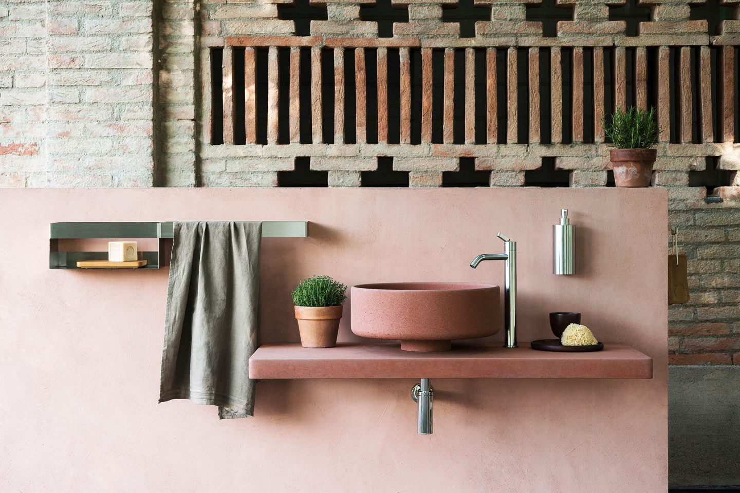 Bjhon 1 Outdoor | <strong>BJHON 1 OUTDOOR</strong> | manufacturer <strong>Agape</strong> | project <strong>Angelo Mangiarotti</strong> | ph © <strong>Andrea Ferrari</strong>