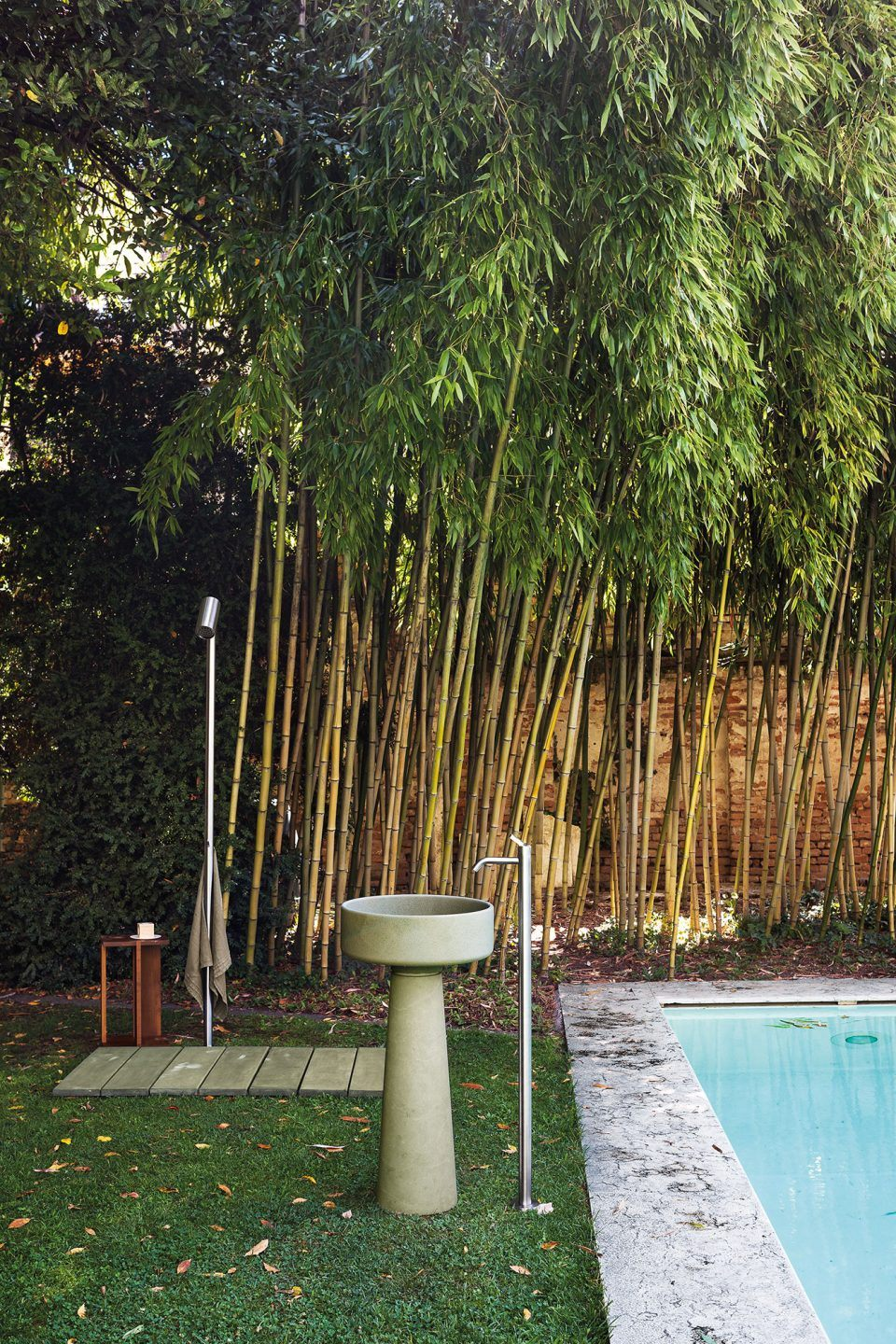 Bjhon 1 Outdoor | <strong>BJHON 1 OUTDOOR</strong> | editore <strong>Agape</strong> | progetto <strong>Angelo Mangiarotti</strong> | ph © <strong>Andrea Ferrari</strong>