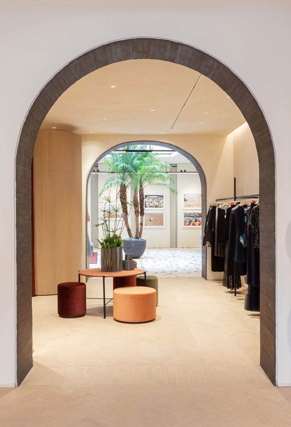 MAX&Co. Concept Store - tables | <strong>MAX&CO. CONCEPT STORES - TABLES</strong> | progetto <strong>Duccio Grassi Architects</strong> | ph © <strong>Jessica Soffiati, Francesca Iovene</strong>